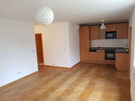 Attraktive 2-Raum-Wohnung im Fritze-Bollmann-Weg - Parkett - offene EBK - mod. Duschbad - Stellpl.
