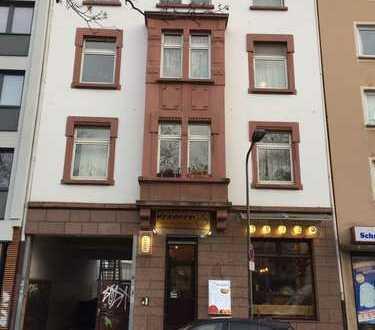 Schöne 3-Zimmerwohnung mit Duschbad und EBK in zentraler Lage !