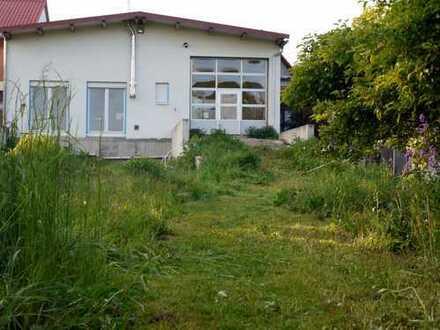 Wohnhaus + lichtdurchflutete Halle + Garten + Anbau + große Dachterrasse mit Wintergarten
