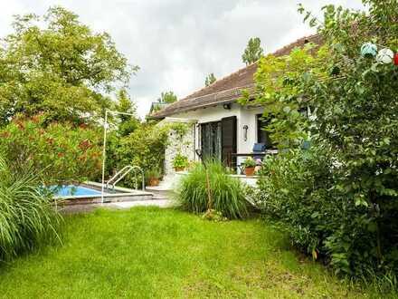 Kapitalanlage: Schönes Einfamilienhaus mit Außen-Schwimmbad in ruhiger Lage von Eberstadt