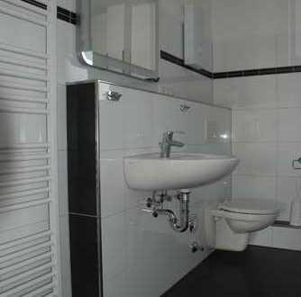 Erstbezug nach Sanierung mit Balkon: schöne 4-Zimmer-Penthouse-Wohnung in Duisburg