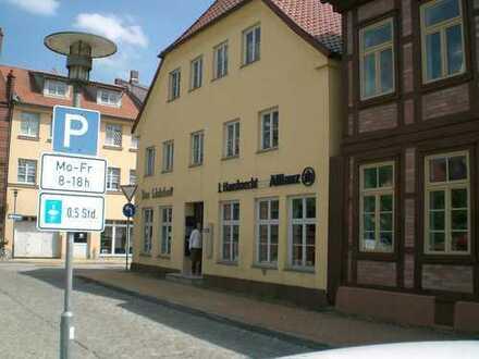 Große Dreiraumwohnung im Herzen von Crivitz zur Vermietung frei!