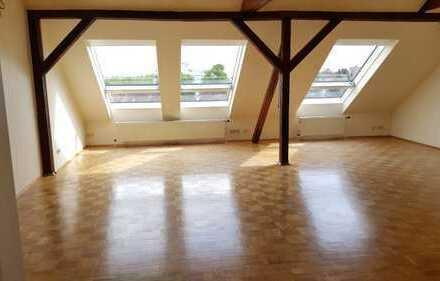 Gepflegte 2-Zimmer-DG-Wohnung mit Balkon in Bad Nauheim / Kernstadt