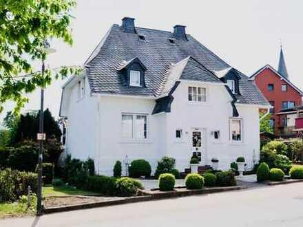 Stilvolles Traumhaus mit großzügiger Sonnenterrasse und wundervollem Garten!