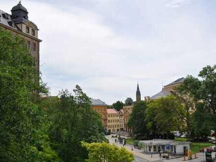 Neu saniert *3-Raumwohnung mit Schlossblick*