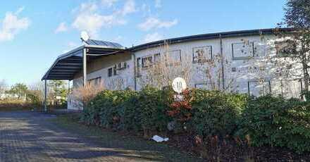 Industriehalle mit Büro und Reservegrundstück im guten Zustand