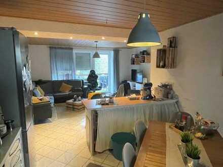 Gepflegte 2,5 Zimmer Wohnung mit tollem Balkon und EBK