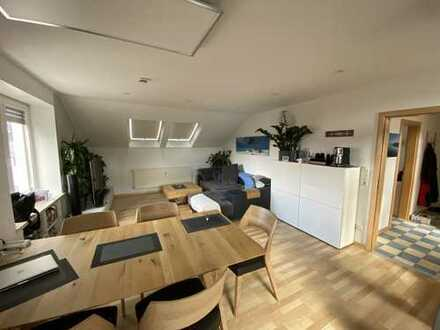 schöne helle 2-Zimmer DG-Wohnung in Friedberg-West.