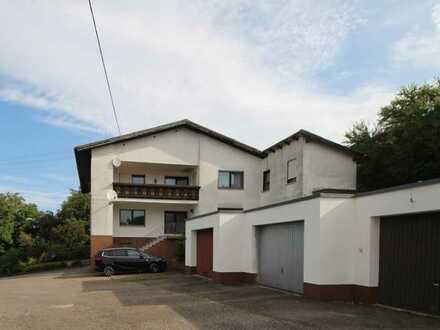 Großzügige Eigentumswohnung in kleiner Eigentümergemeinschaft mit 3 Garagen ...