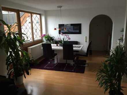 Wunderschöne 3 Zimmer Dachgeschoss-Wohnung mit Bergblick