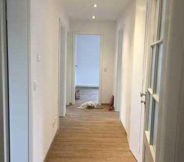 Nette 3-Mädels-WG hat ein schönes helles Zimmer frei. 14 qm. Garten, schönes Gemeinschaftszimmer
