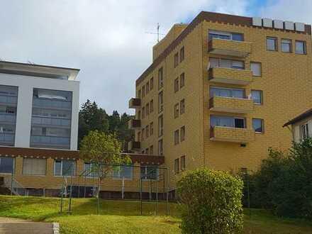 Helle großzügige 4-Zimmer-Wohnung mit Terrasse