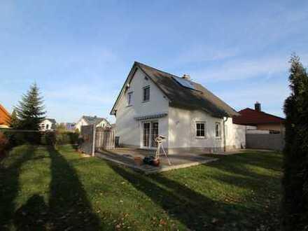 gemütliches Einfamilienhaus mit Kamin, Terrasse und Garten, Garage ab sofort zur Miete