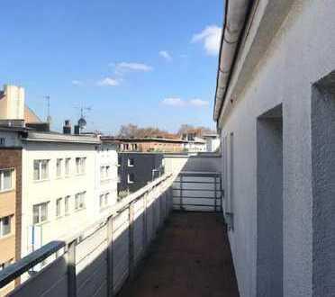 Wird renoviert: Büroetage mit Balkon in der Fußgängerzone von Bochum. *Aufzug* *Balkon*