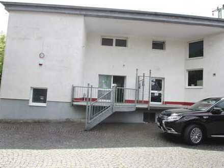 Attraktive Gewerbeeinheit mit Büros, Lagerflächen und Ausstellungsraum