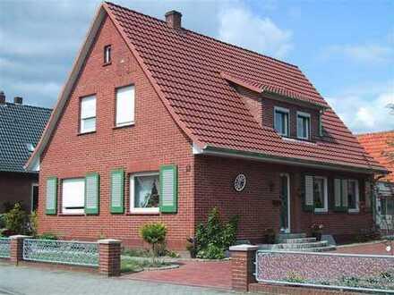 Sehr schönes Haus mit großem Wintergarten, pflegeleichtem Garten, Nebengebäude + Doppelgarage