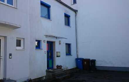 Nettes Haus mit fünf Zimmern und kleinem Garten in ruhiger Wohnlage in Friedberg
