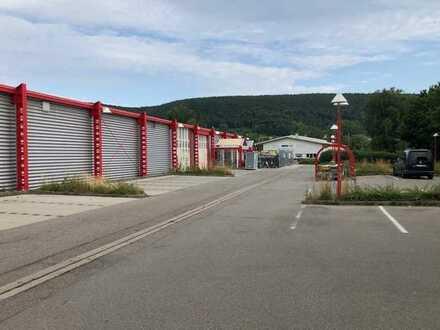 Fachmarktzentrum an der Zufahrt zum Gewerbegebiet Lauffenmühle