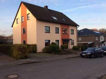 Großzügige 5-Zimmer-Wohnung mit Balkon und Blick ins Grüne!!!