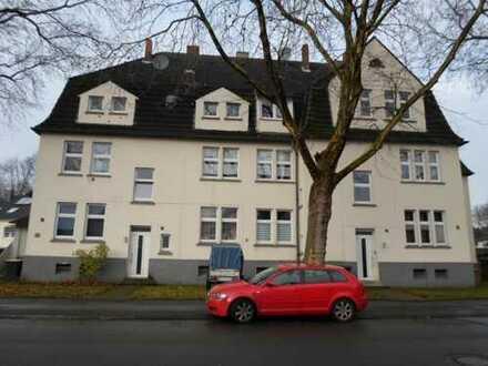 Solides Mehrfamilienhaus mit ca 1800m² großem Grundstück in ruhiger Lage für 499.000€ zu verkaufen.