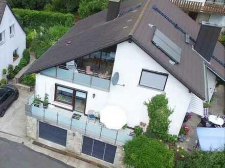 Traumhafte Lage. Wunderschöne helle 2-Zimmer-DG-Wohnung in Würzburg mit Einbauküche
