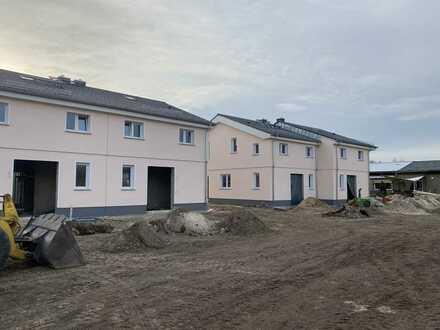 Exklusive Doppelhaushälfte Neubau (KfW55) mit Kamin und Fußbodenheizung