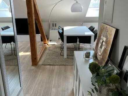 Helle, moderne 2-Raum-DG-Wohnung mit Einbauküche in Mönchengladbach