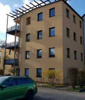 schöne helle 2 Raum Wohnung mit Terrasse