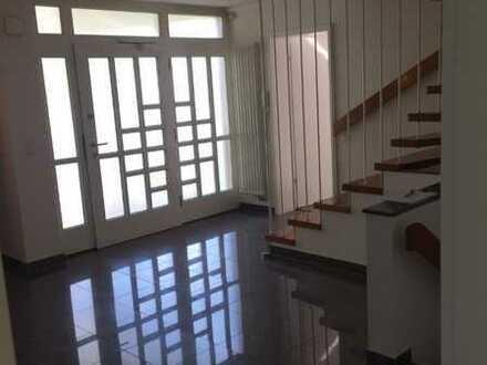 VON PRIVAT - Repräsentatives Einfamilienhaus - 6 Zimmer - Doppelgarage