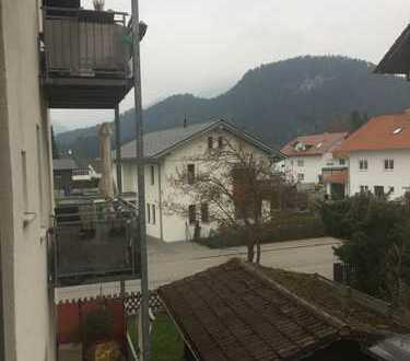 FÜSSEN WEIDACH nähe Zentrum - gepflegte Dachgeschosswohnung mit Balkon in 7 Familienhaus