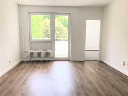 Sanierte 1-Raumwohnung mit Einbauküche und sonnigen Balkon! Perfekt für Singles!