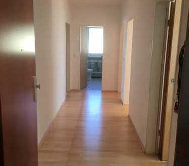 Vollständig renovierte 3-Zimmer-Wohnung im 2 OG, mit Balkon und Einbauküche in Traunstein