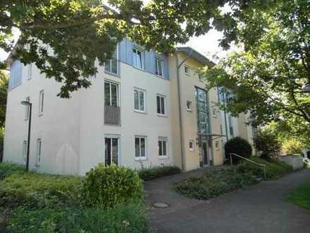 Komplett renoviert! 3 Zimmer Wohnung mit Terrasse!
