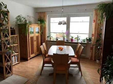 Modernisierte 3-Zimmer-Wohnung mit Balkon in ruhigem Haus