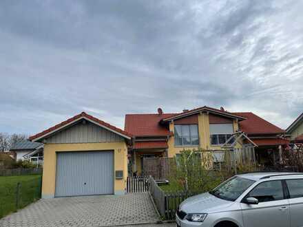Neuwertige Doppelhaushälfte mit fünf Zimmern und EBK zentrumsnah in Altenstadt Oberbayern