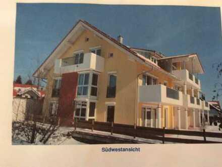 Neuwertige 4-Zimmer-Dachgeschosswohnung mit Balkon und EBK in Kempten