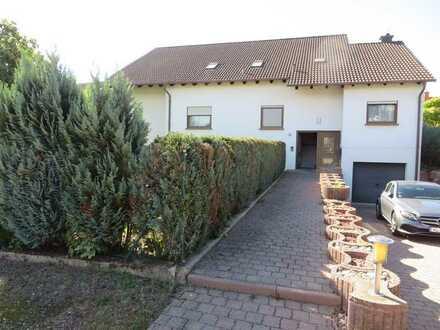 5 Zimmer-Dachgeschosswohnung mit Einbauküche in Ruhiger-Lage von Hütschenhausen