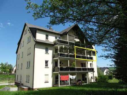 Wohnen wo andere Urlaub machen! Ruhige & sonnige 3-Zi.-ETW mit Balkon & TG-Stellplatz in Crottendorf