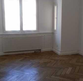 Erstbezug nach Sanierung: helle 3-Zimmer-Wohnung mit EBK und Balkon