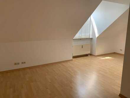 Gepflegte 3-Zi.-Dachgeschoss-Wohnung mit Garten am nördlichen Stadtrand in Grünthal