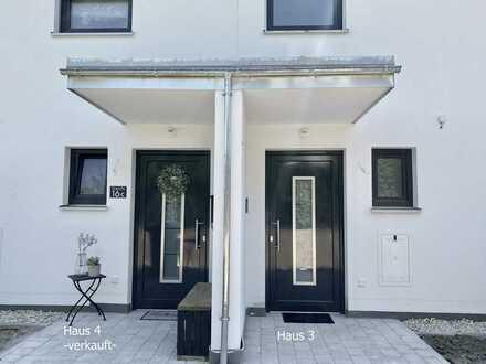 Großzügiges , modernes Neubau - Reihenhaus in Zeitlarn / Laub mit fertigen Außenanlagen Haus 2