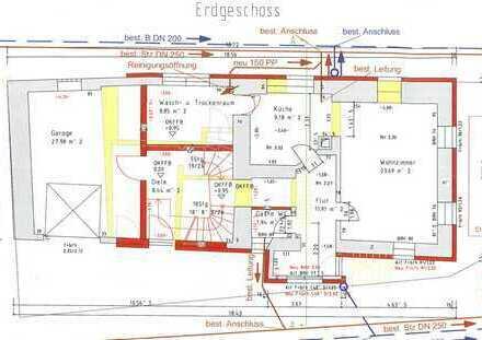 Einfamilienhaus mit Wohnräumen im Erd- und Dachgeschoss und Garagenanbau