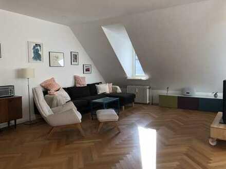 Sehr helles, hübsches Dachgeschoss mit Terasse in Steglitz