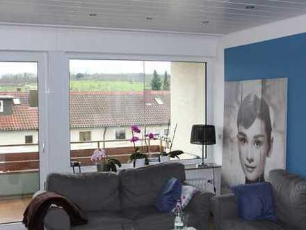 3,5 Zimmer OG-Wohnung hochwertige Ausstattung mit großem Südbalkon, saniert in ruhiger Aussichtslage