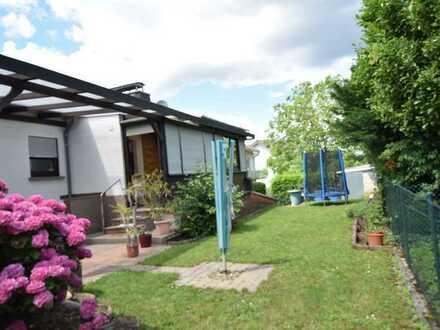 Immobilien Vogel bietet: 4,5 Zimmerwohnung mit 2 Balkonen, Terrasse und Garten