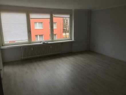 Exklusive, vollständig renovierte 2-Zimmer-Wohnung mit Balkon und Einbauküche in Horn, Hamburg