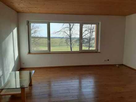 2,5-Zimmer-Wohnung mit schöner Aussicht und Balkon