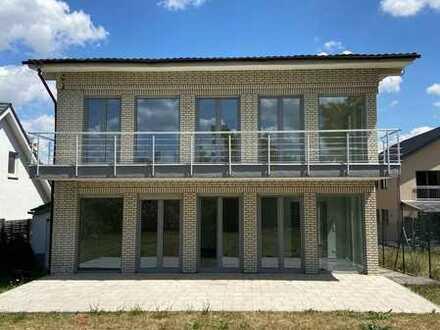 Modernes Traumhaus mit bester Autobahnanbindung, Solaranlage, Klimaanlage, 2 Garagen und Kaminofen.