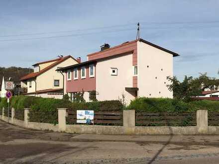 Tolles Einfamilienhaus mit großem Garten und 3 Garagen in zentraler Lage