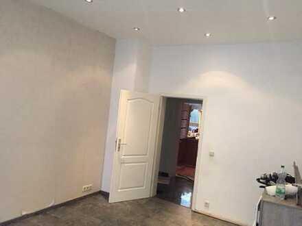 Stilvolle, gepflegte 3-Zimmer-Wohnung mit Balkon und EBK nähe Gutenbergplatz KA West